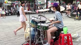 getlinkyoutube.com-2014/05/17 爵士鼓 羅仕茹(羅小白)_原唱洪榮宏 - 望月想愛人