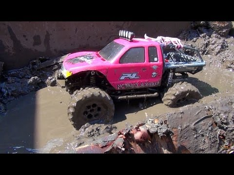 RC ADVENTURES - Muddy Momma helps make an RC MUD PiT! Will 4X4 PiNKY GET STUCK?!