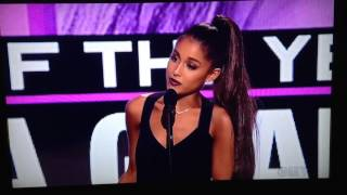 getlinkyoutube.com-Ariana Grande Wins Artist of the Year AMA's 2016