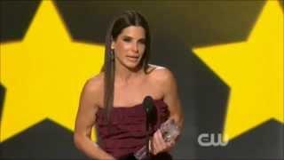 getlinkyoutube.com-Sandra Bullock thanks Jean-Claude Van Damme, Chan & Stallone - (HD) uncut