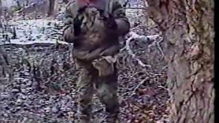 اسد الشيشان خطاب وهو يأسر جندى روسى(انظر لرعب الجندى)