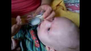 Донорское грудное молоко - кормление ложкой