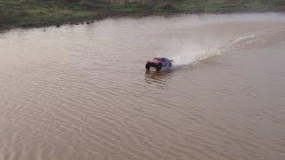 getlinkyoutube.com-Traxxas Slash 4x4 HYDROPLANEING Water