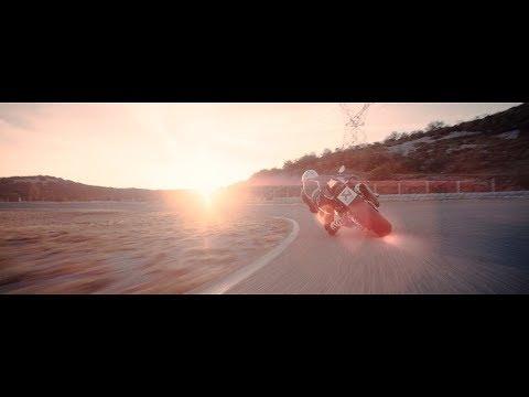 Akrapovic homenageia as Superbike