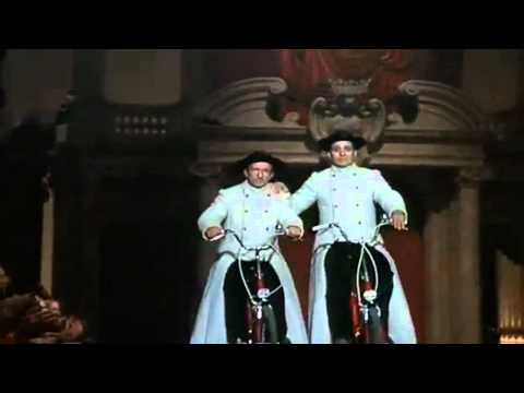 Vatican Fashion Show - Federico Fellini (Roma)