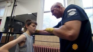 getlinkyoutube.com-Pittsburgh detective thinks outside the box to help foster kids