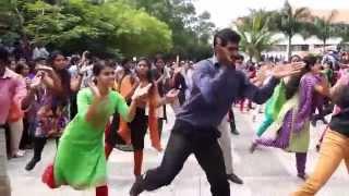 getlinkyoutube.com-Flash Mob by Questians @ Technopark