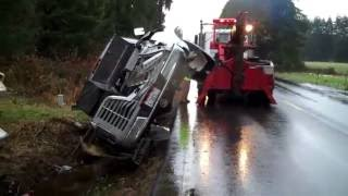 getlinkyoutube.com-35 Foot Fifth Wheel Rollover Recovered by Hill Auto Body & Towing