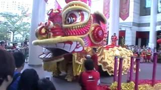 getlinkyoutube.com-Singapore's biggest ever lion dance 150111