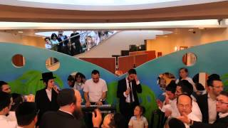 getlinkyoutube.com-צפו • מוטי שטיינמץ ושמחה פרידמן בביצוע מיוחד • בית הילד  - רחשי לב