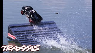 getlinkyoutube.com-Slash 4X4: Hydroplane Jump On Water!