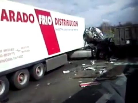 Accidente camiones autopista en la A8