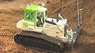 getlinkyoutube.com-KOMATSU RC Dozer pushing soil very hard - Amazing strength