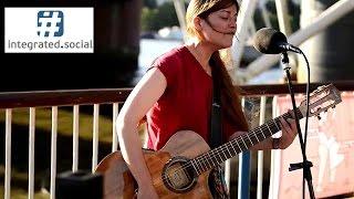 getlinkyoutube.com-I am a Survivor DESTINY'S CHILD cover street performer susana silva street performance