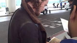 getlinkyoutube.com-Sam Heughan of Outlander signing autographs
