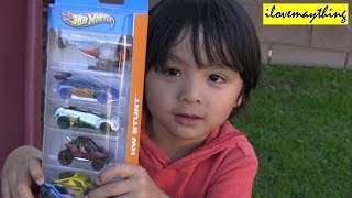 Unboxing Hot Wheels' Stunt Circuit Highway Pack - Cars, Buggy, Jeep and a Helicopter