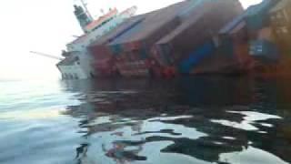 getlinkyoutube.com-سفينة تغرق في الاسكندرية2011