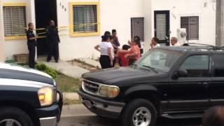 getlinkyoutube.com-Asesino abraza a la mamá de Victoria Anahí