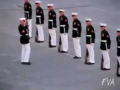 asker silahi tutamiyor