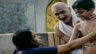 getlinkyoutube.com-Baladitya Roommates Flirting Hot Aunties | Hilarious Scene