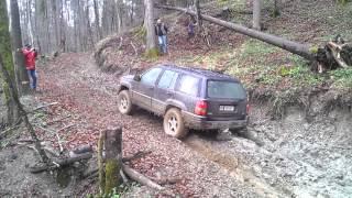 getlinkyoutube.com-Jeep grand cherokee 5.9 offroad in mud 3