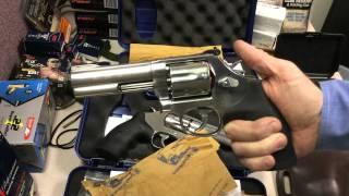 getlinkyoutube.com-Comparing the Smith & Wesson 686 Plus .38 Special/.367 Magnum and 617 .22LR Revolvers