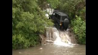 getlinkyoutube.com-Jeep JK Drives up waterfall