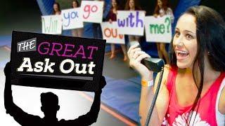 getlinkyoutube.com-GIRL ASKS CRUSH ON A DATE TO TIM MCGRAW CONCERT!