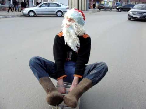 Дед мороз на санках в Калуге по площади Победы