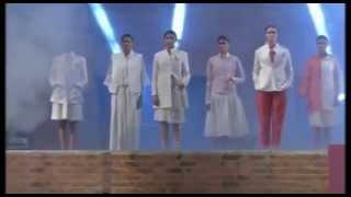 getlinkyoutube.com-Salman Khan, Sonam Kapoor walk on ramp in fashion show at IIM Ahmedabad
