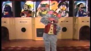 getlinkyoutube.com-Chuck E. Cheese Live Show Training 1989