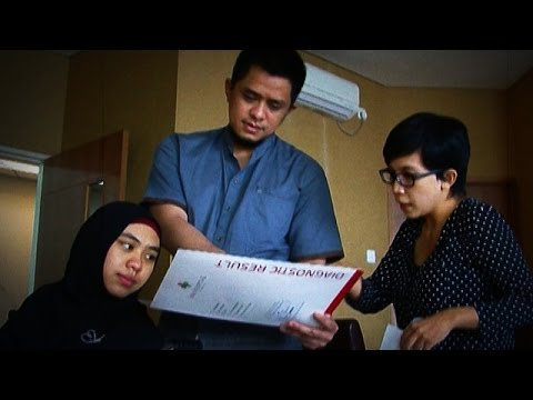 Jelang Hari Melahirkan Oki Setiana Dewi Jalani Fisioterapi - Seleb On Cam 03 Desember 2014