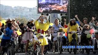 Süslü kadınlar İzmir'de pedal çevirdi