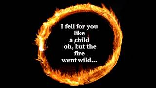 getlinkyoutube.com-Ring Of Fire Johnny Cash lyrics