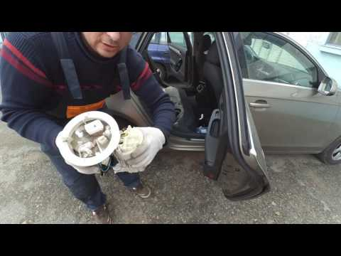 Замена топливного фильтра Audi A4 B8 2.0 TFSI.