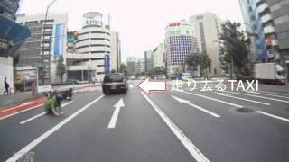 getlinkyoutube.com-バイク事故映像 逃走TAXI(ドライブレコーダー)