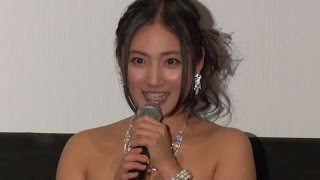 getlinkyoutube.com-紗綾「元気になりました」と全快!舞台あいさつにドレスで登場 映画「ハニー・フラッパーズ」初日舞台あいさつ(1)