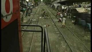 getlinkyoutube.com-Chaos on the railways   Manila   Philippines
