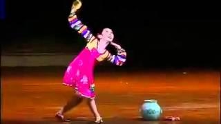 getlinkyoutube.com-北韓兒童舞蹈驚人開外掛,嚇死我了!(1分50秒後正式開掛!)