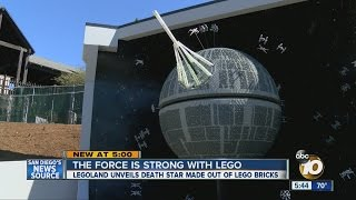 getlinkyoutube.com-Legoland unveils Death Star made out of more than 500K Lego bricks