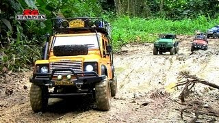 getlinkyoutube.com-Mudding! 15 Scale trucks RC offroad adventures at Bangkit Road Trail - SCX10 Land Rover Defender