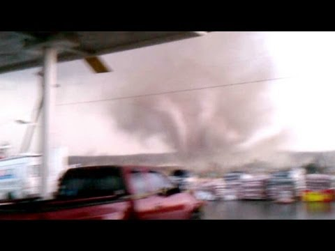 Tornado bears down on Henryville, Indiana
