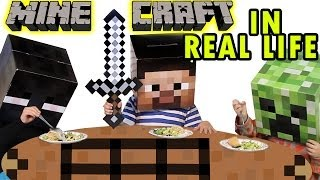 getlinkyoutube.com-Minecraft in Real Life - Dinner with a Creeper (Skit)