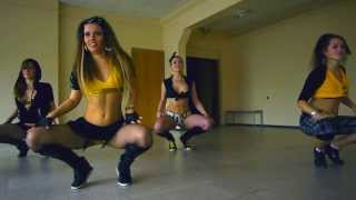 getlinkyoutube.com-Reggaeton school battle by RAKATAKA dance team
