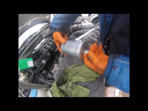 Как поменять топливный фильтр Volkswagen Golf