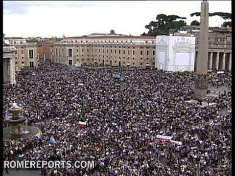 During Angelus  Pope announces next Synod on the new evangelization