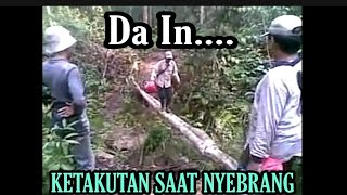 getlinkyoutube.com-Video Lucu Nyebrang Jembatan