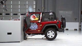 getlinkyoutube.com-2013 Jeep Wrangler 2-door small overlap IIHS crash test