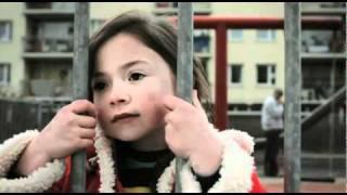 getlinkyoutube.com-Une petite fille va pourrir un mariage en 5 secondes, A voir !