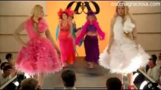 getlinkyoutube.com-Escena Graciosa de ¿Y dónde están las Rubias? ( White Chicks)-Desfile de modas
